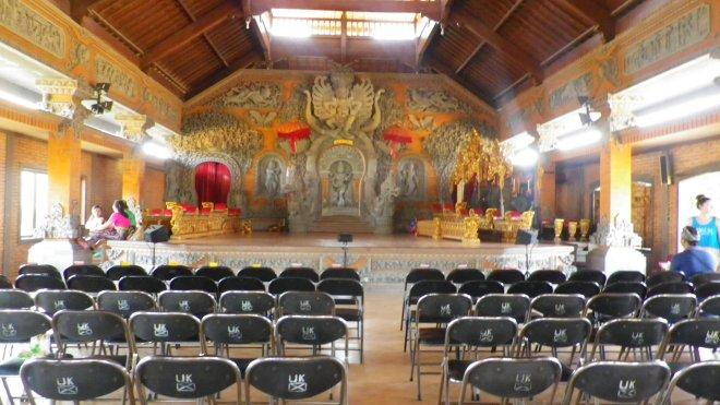 intérieur temple indonésien