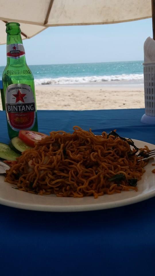 Manger sur la plage Bali